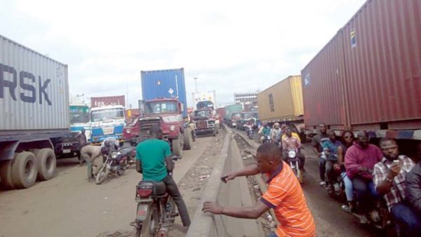 Photo of Fashola: Apapa-Oshodi Reconstruction Work to End December 2020