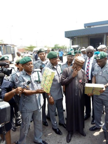 Photo of Over 100,000 Nigerians Apply for Customs Recruitment